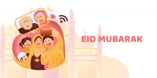Мусульманская семья свяжется со своими старшими или родителями в смартфоне видеозвонок, чтобы показать свою любовь на празднике ид мубарак Premium векторы