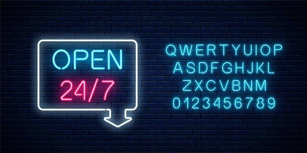 ネオンは、24時間年中無休で矢印とレンガの壁の背景にアルファベットの幾何学的形状でサインインします。レタリングが付いている24時間体制の作業バーまたはナイトクラブの看板 Premiumベクター