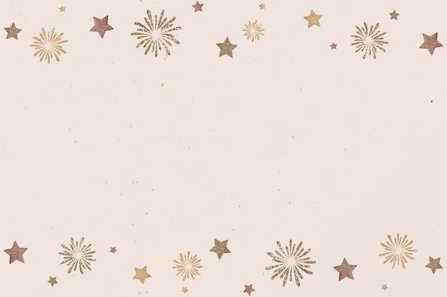 Sfera dell'oro del nuovo anno e fuochi d'artificio su fondo beige Vettore gratuito