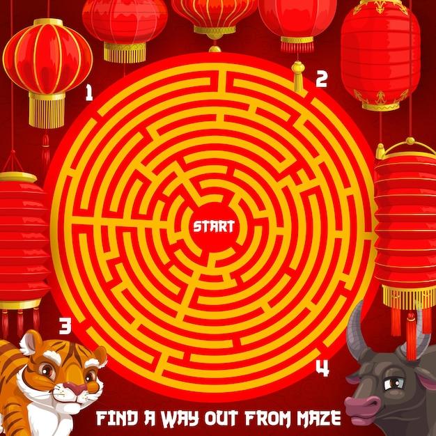 Новогодняя загадка, праздничный лабиринт для детей с животными китайского зодиака Premium векторы