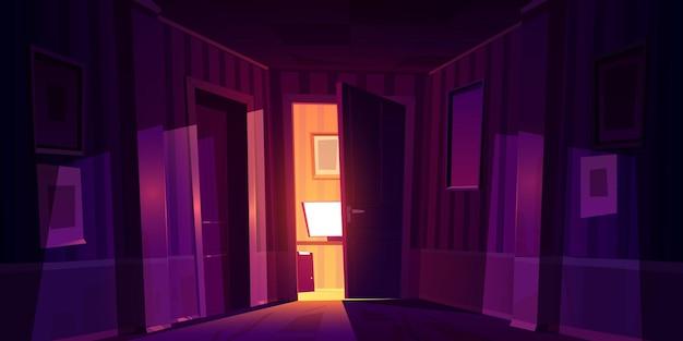 컴퓨터와 빛이 나무 바닥에 떨어지는 방으로 약간 열려있는 밤 집 복도. 무료 벡터
