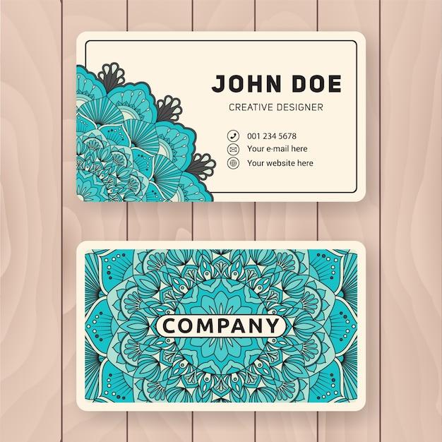 クリエイティブな便利な名刺デザイン。個人名刺、訪問カードまたはタグのヴィンテージカラーマンダラデザイン。 無料ベクター