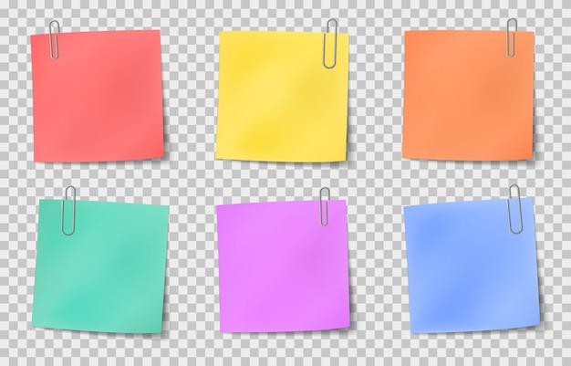 Примечание липкое. цветные бумажные заметки, прикрепленные металлическими скрепками, информационная доска, реалистичный векторный набор важных сообщений. иллюстрация бумаги примечание пустой, цветные липкие офисные бумаги Premium векторы