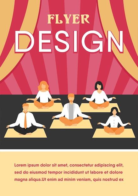 Офисные люди, практикующие йогу и медитацию. менеджеры упражняются и медитируют в позе лотоса во время перерыва в работе. шаблон флаера Бесплатные векторы