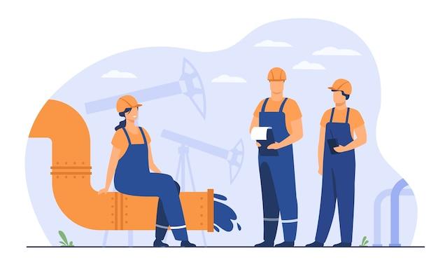 Petrolieri e ingegneri sulla linea di produzione o sul tubo dell'illustrazione piana di vettore della raffineria di petrolio. gente del fumetto che lavora alla pipeline. concetto di industria petrolifera e del gas Vettore gratuito