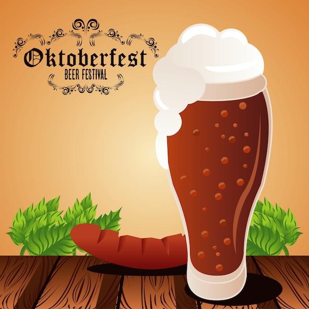 Плакат фестиваля празднования октоберфеста с пивным бокалом и колбасой. Premium векторы