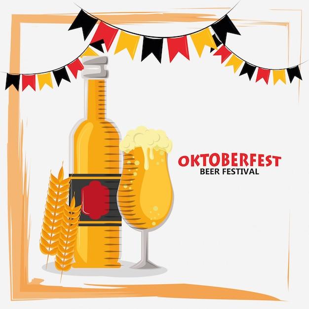 Праздник октоберфест с бутылками пива Premium векторы