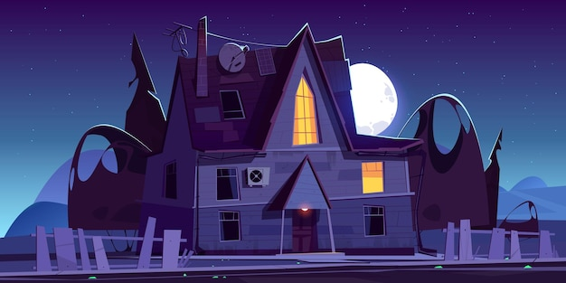 Vecchia casa spaventosa con finestre a bagliore di notte. paesaggio di cartone animato con spettrale villa in legno, recinzione rotta, sagome scure di alberi e luna nel cielo. Vettore gratuito