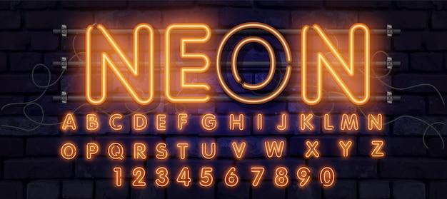 オレンジ色のネオンフォント、完全なアルファベットと数字。輝くアルファベット、電気スタンド、レンガの壁の背景、電気abc。 Premiumベクター