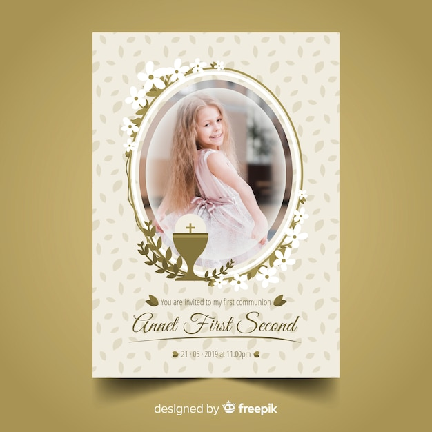 Oval frame first communion invitation Free Vector
