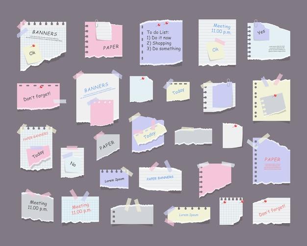 Бумажные заметки на наклейках, блокноты и записки, рваные бумажные листы. пустая бумага с напоминанием о встрече, список дел и офисное уведомление или информационная доска. информационное напоминание. Premium векторы