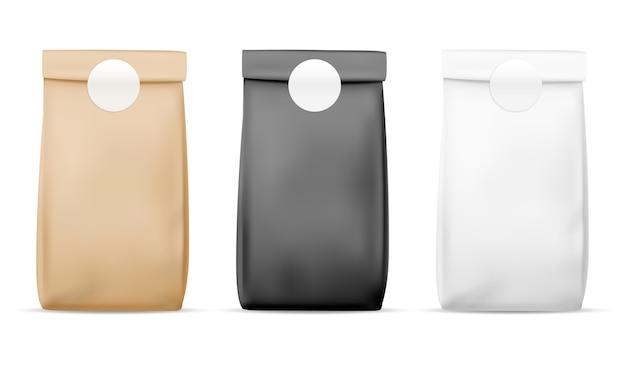 紙包装食品バッグ。空白の白、茶色、黒のバッグ。製品容器密封パッケージ。現実的なお茶と軽食スタンドの小売ミールラップ Premiumベクター