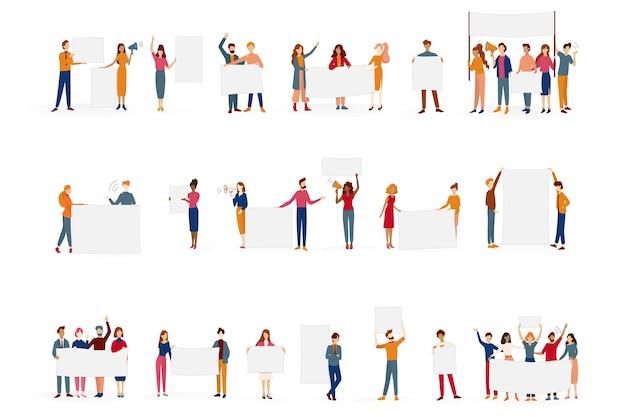 Люди держат набор баннеров. коллекция группы персонажей с пустой пустой доской для сообщения. рекламная концепция. иллюстрация в мультяшном стиле Premium векторы