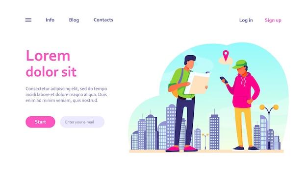携帯電話で紙の地図と位置情報アプリを使用している人。街で道を見つける観光客。ウェブサイトのデザインやランディングウェブページのナビゲーション、旅行のコンセプト 無料ベクター