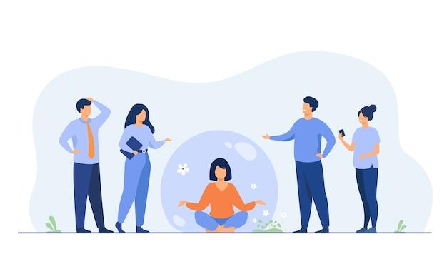 Человек, сохраняющий социальную дистанцию и избегающий контактов. женщина отделяется от толпы и медитирует в прозрачном пузыре. Бесплатные векторы
