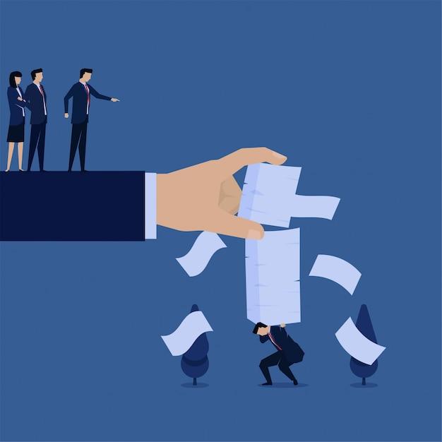 ビジネスフラットベクトルコンセプトマネージャーは、過労の仕事の隠phorのために実業家により多くの紙を置きます。 Premiumベクター