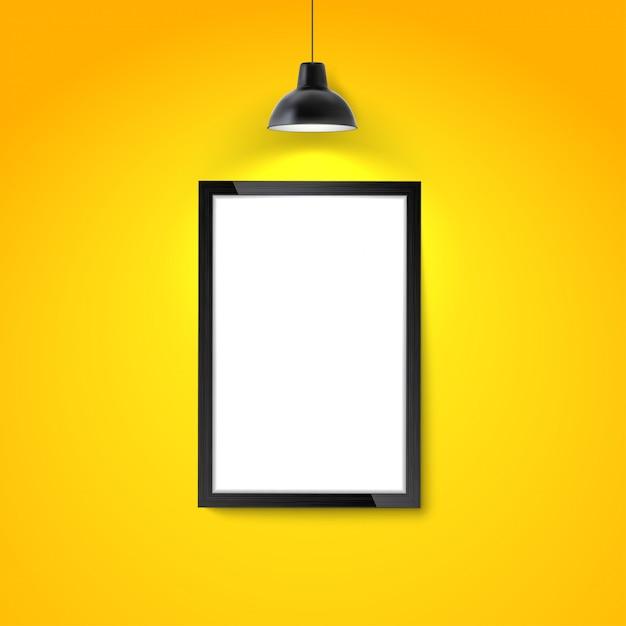 掛かるランプが付いている黄色の壁の額縁。 Premiumベクター