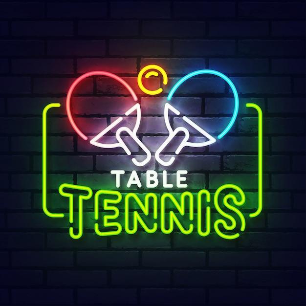 Пинг-понг неоновая вывеска. светящийся неоновый свет вывески настольного тенниса. знак пинг-понга с красочными неоновыми огнями, изолированных на кирпичной стене. Premium векторы