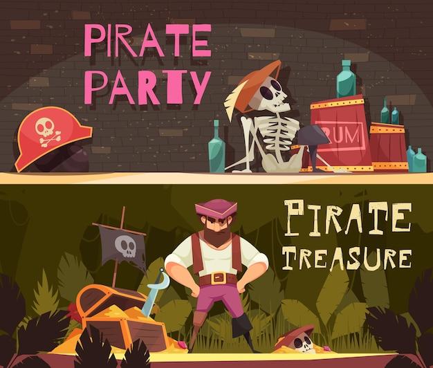 Коллекция пиратских баннеров из двух горизонтальных мультяшных композиций с элементами пиратской одежды и ромовыми бутылками Бесплатные векторы