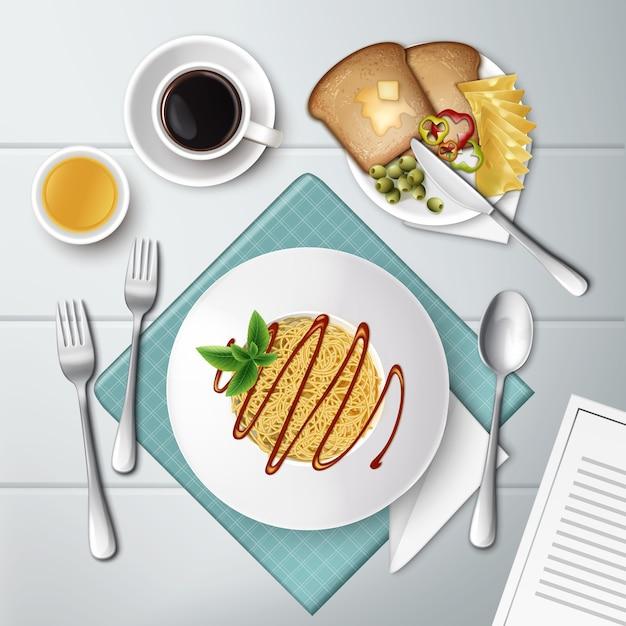 Тарелка спагетти с томатным соусом, кофе, соком и тостами на белом деревянном Premium векторы