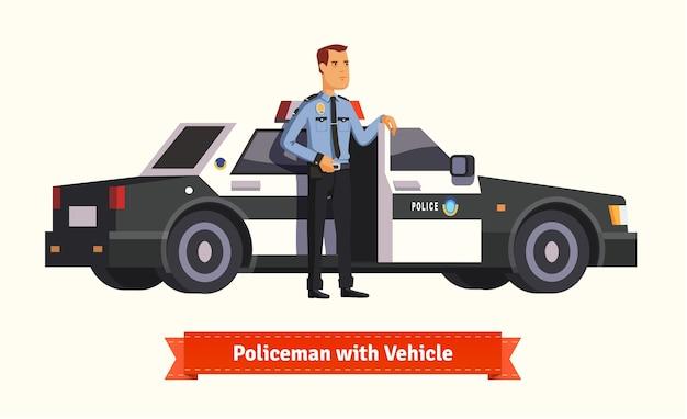 Poliziotto in piedi dalla sua macchina Vettore gratuito