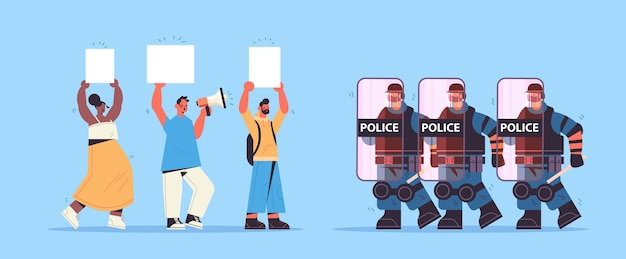 完全な戦術装備の警官が衝突デモデモ抗議の間にプラカードで通りの抗議者を攻撃している暴動警察官 Premiumベクター
