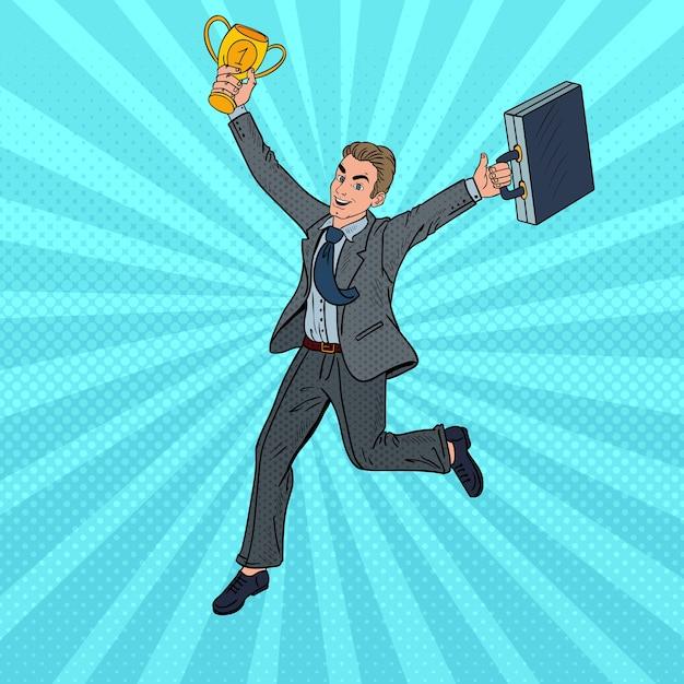 ゴールデンウィナーカップで実行しているポップアートのビジネスマン。 Premiumベクター