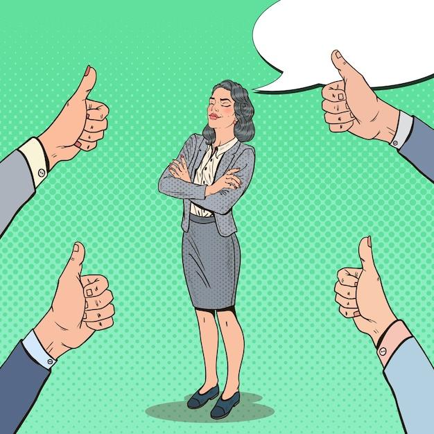 Поп-арт успешная деловая женщина и руки, показывая пальцы вверх. Premium векторы