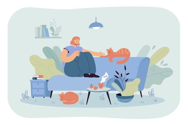 猫と居心地の良いソファに座っているポジティブな女性。漫画イラスト 無料ベクター