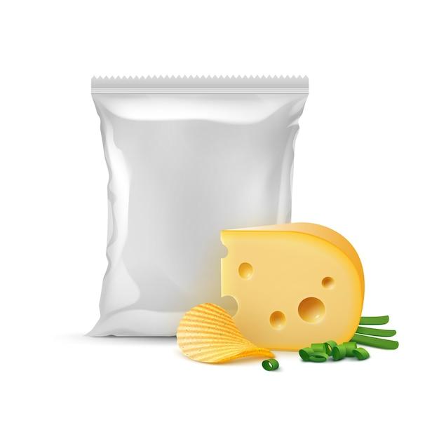 ポテトリップルカリカリチップチーズ玉ねぎと垂直密封された空のプラスチックホイルバッグパッケージデザインのクローズアップホワイトバックグラウンド上に分離されて Premiumベクター