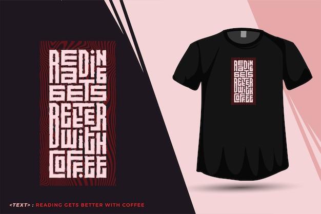 Чтение цитат становится лучше с кофе. модные типографские надписи вертикальный дизайн шаблон для печати футболки модная одежда плакат и товары Premium векторы