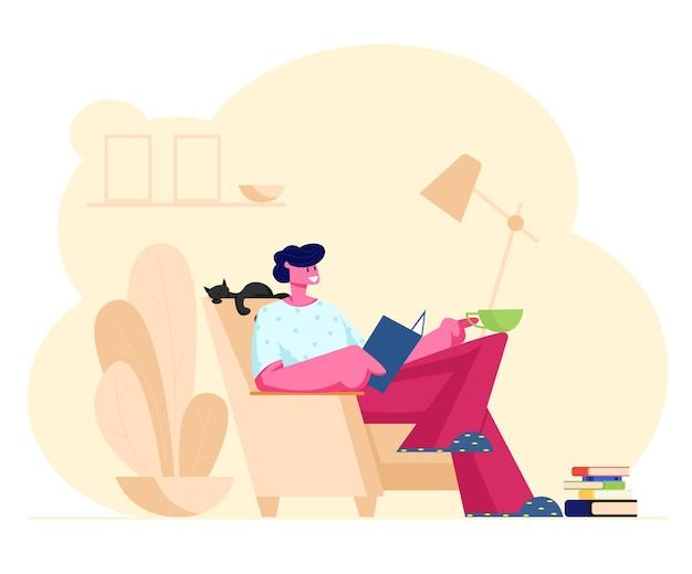 독서 취미. 집에서 아늑한 안락의 자에 앉아 젊은 남자 옆에 잠자는 고양이 함께 재미있는 책을 읽으십시오. 만화 평면 그림 프리미엄 벡터