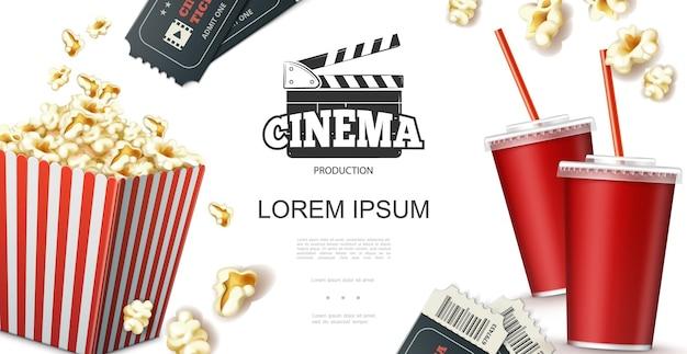 Concetto di elementi di cinema realistico con soda in biglietti per bicchieri di carta ciak e popcorn in rosso Vettore gratuito