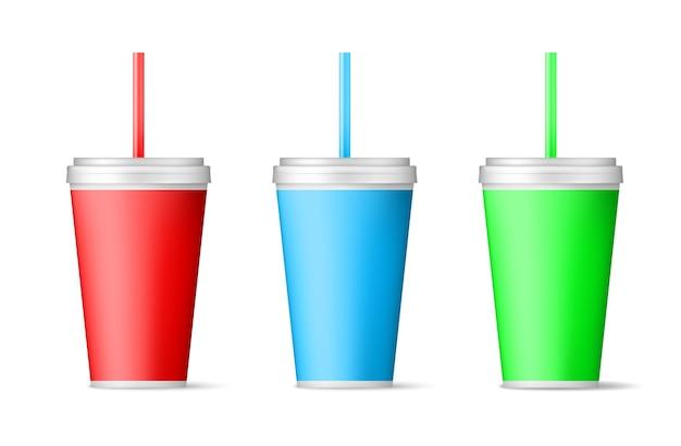 Реалистичная цветная бумажная чашка с соломой. Premium векторы