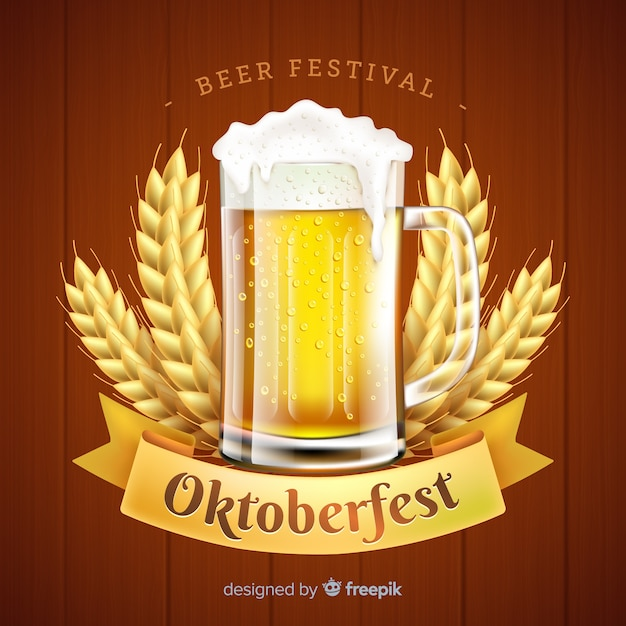 Realistic oktoberfest concept with beer Free Vector