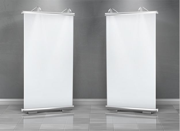 Реалистичный набор пустых баннеров, вертикальные стенды для выставочной и бизнес-презентации Бесплатные векторы