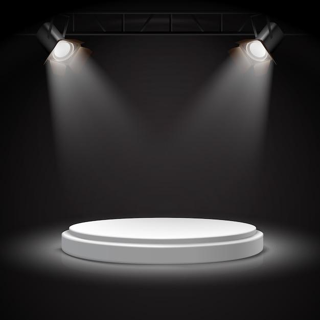 Реалистичные векторные прожекторы на круглом белом подиуме в темноте. Бесплатные векторы