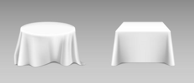 Реалистичная белая скатерть на столах Бесплатные векторы