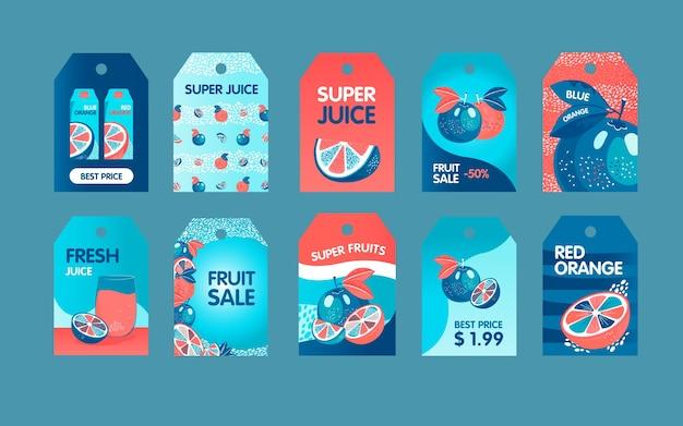 赤と青のオレンジのタグが設定されています。果物全体とカット、テキスト付きのジュースのベクトルイラストのパック。新鮮なバーのラベル、グリーティングカード、ポストカードのデザインの食べ物や飲み物のコンセプト 無料ベクター