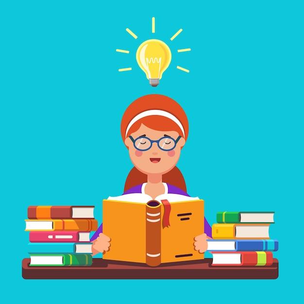 赤毛の女の子の学生が眼鏡を読んで本を読む 無料ベクター