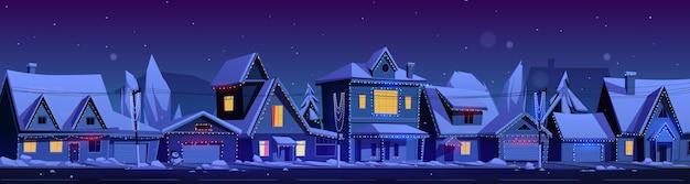 Case residenziali di notte. paesaggio invernale del fumetto di vettore con strada nel quartiere suburbano, cottage con neve sui tetti e ghirlande di vacanza Vettore gratuito