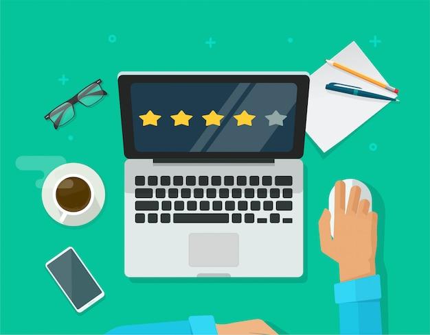 Просмотрите рейтинговые отзывы онлайн на рабочем месте портативного компьютера, или клиент оценит показания обратной связи с опытом концепция настольного плоского мультфильма Premium векторы