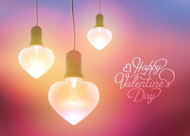 Романтическое приветствие с надписью и реалистичными свисающими светящимися лампочками в форме сердца Бесплатные векторы