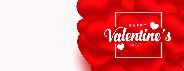 Романтический баннер красных сердечек на день святого валентина Бесплатные векторы