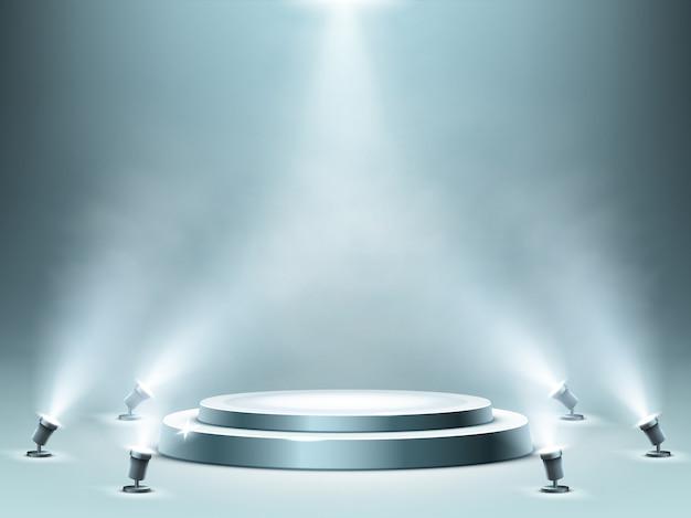 Круглый подиум с эффектом дыма и прожекторами Бесплатные векторы