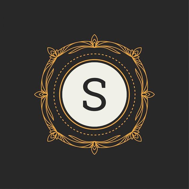 レストラン、ロイヤリティ、ブティック、カフェ、ホテル、ヘラルディック、ジュエリー、ファッションの「s」文字の高級ロゴ Premiumベクター