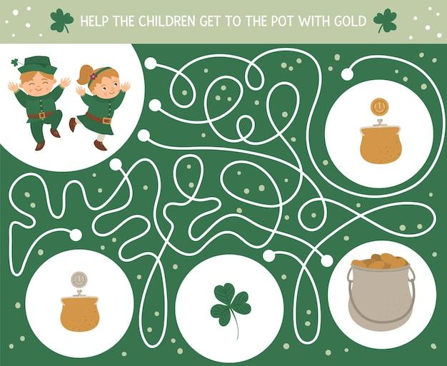 Лабиринт на день святого патрика для детей. дошкольные ирландские праздничные мероприятия. весенняя головоломка с милыми детишками, трилистником, монетками. помогите детям добраться до котелка с золотом. Premium векторы