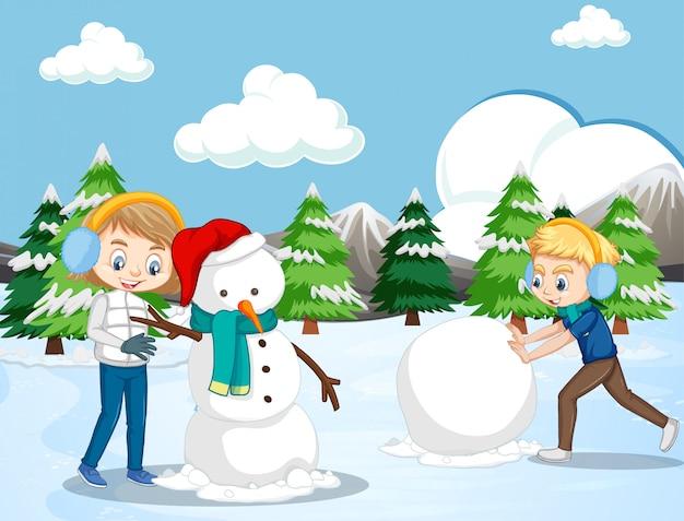 Сцена с детьми, делающими снеговика в снежном поле Бесплатные векторы