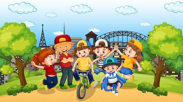 Сцена со многими детьми в парке Бесплатные векторы
