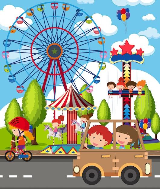多くの子供たちが公園で遊んでいるシーン Premiumベクター